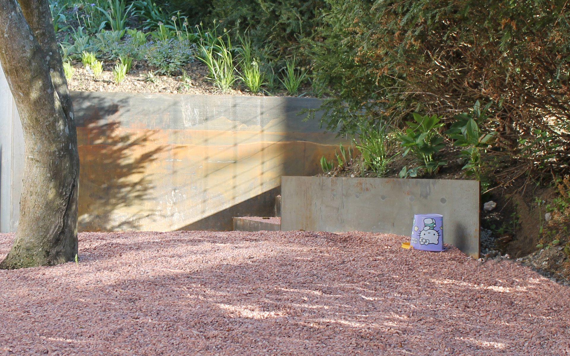 Privatgarten Stahlgrün